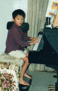 拓人8才ピアノ練習写真